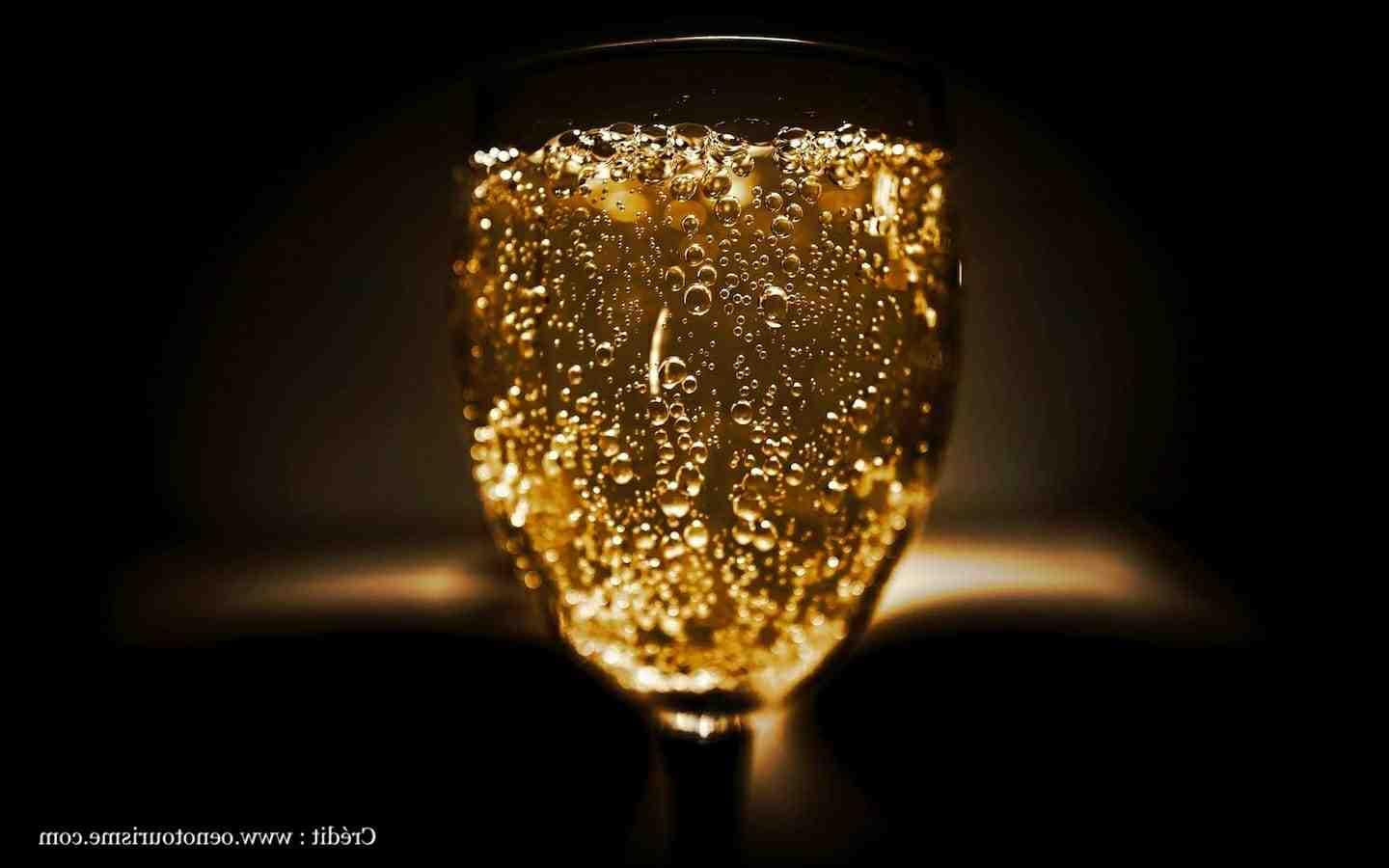 Quel nom porte le vin pétillant produit près de la ville de Reims ?